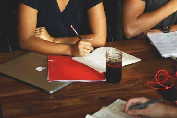 Kurs grupowy dla nastolatków z języka angielskiego na poziomie B1 z non-native speakerem
