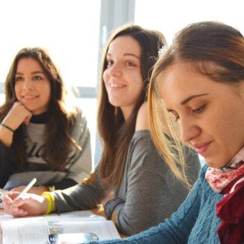 Miesięczny, intensywny kurs języka angielskiego na poziomie C1 z non-native speakerem (lektorem polskim)