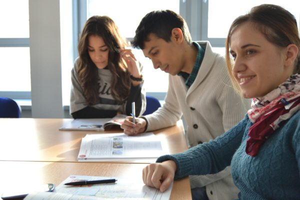 """Letni kurs weekendowy języka angielskiego B1 """"Intermediate"""" z lektorem polskim"""