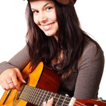 Kurs gry na gitarze w języku angielskim z native speakerem dla nastolatków (poziom początkujący i średnio-zaawansowany).Wyjątkowe połączenie nauki gry na instrumencie z konwersacjami w języku obcym.
