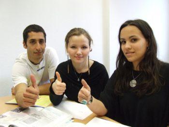 """Kursy języka angielskiego dla nastolatków (15-16 lat) – B1/B2 """"Intermediate"""" z lektorem polskim online"""