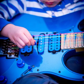 Kurs gry na gitarze w języku angielskim z native speakerem dla dzieci